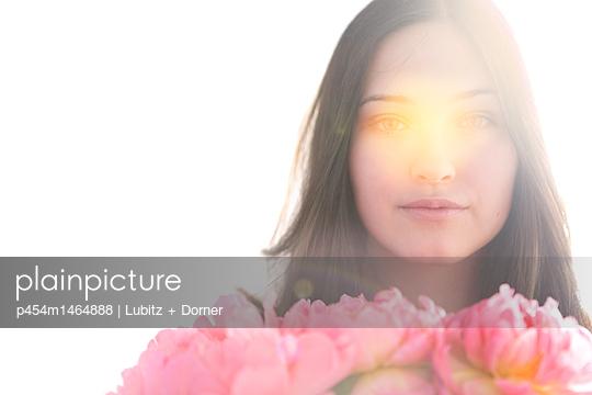 Flower girl - p454m1464888 by Lubitz + Dorner