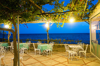 Restaurant am Meer - p1079m1552878 von Ulrich Mertens