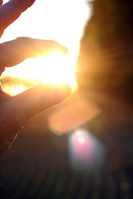 Die Sonne festhalten - p865m741314 von atomara