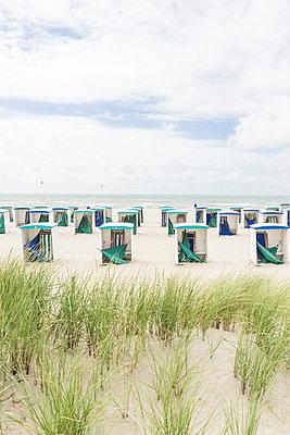 Netherlands, Zeeland, empty beach huts at low season - p300m1175578 by Christophe Papke