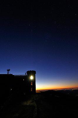 Burg bei Sonnenuntergang - p8290096 von Régis Domergue