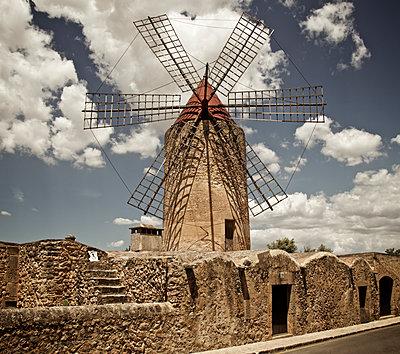 Windmühle auf Mallorca - p1065m1183395 von KNSY Bande