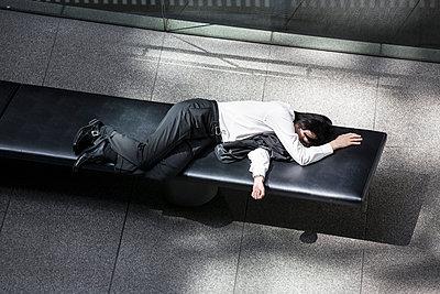 Sleeping businessman - p1093m904075 by Sven Hagolani