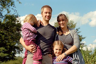 Familienbild Querformat - p1210m1068376 von Ono Ludwig