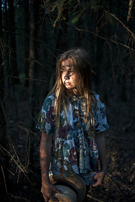 Girl in forest looking away - p312m1472409 by Christina Strehlow