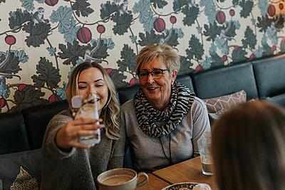 Women having coffee in cafe - p312m2191306 by Jennifer Nilsson