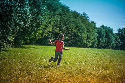 Girl running in the fields 3 - p1007m854040 by Tilby Vattard