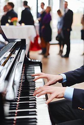 Klavier  - p1167m1116205 by Maria Schiffer