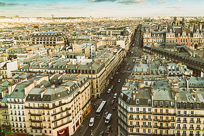 France, Paris, view to the city from above - p300m1581426 by A Tamboly
