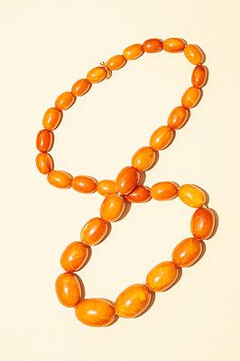 Bakelite beads - p971m2291436 by Reilika Landen