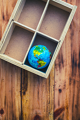 The World in a wooden box - p1228m2221858 by Benjamin Harte
