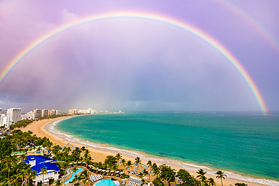 Regenbogenbeach - p488m2057513 von Bias
