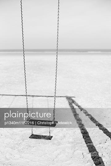 Schaukel am Strand - p1340m1182216 von Christoph Lodewick