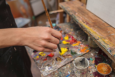 High angle view of artist mixing paint in palette at studio - p301m1069970f by Vladimir Godnik