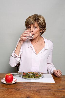 Gesunde Mahlzeit - p940m778170 von Bénédite Topuz