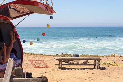 Am Strand - p1201m1051237 von Paul Abbitt