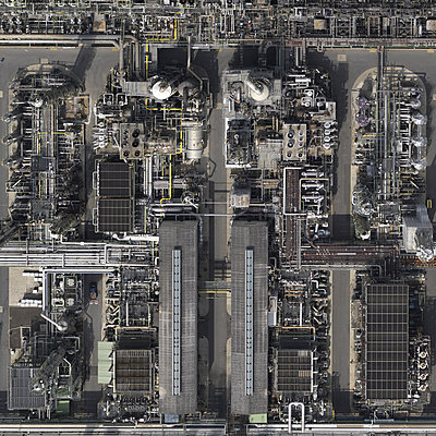 Chemical industrie - p356m822609 by Stephan Zirwes