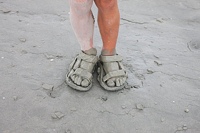 Dirty feet - p1231m1171256 by Iris Loonen