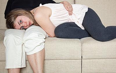 Girl lying on the sofa - p1514m2063937 by geraldinehaas