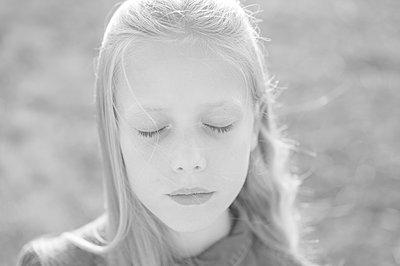 Blonde girl - p552m2116812 by Leander Hopf