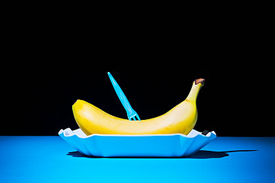 Fast food banana - p1149m2089356 by Yvonne Röder