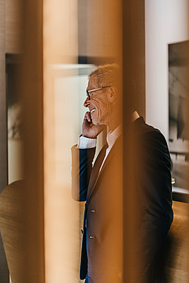 Mature businessman using mobile phone  - p586m1208625 by Kniel Synnatzschke
