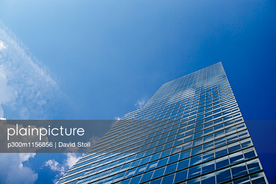 Germany, Cologne, view to Cologne Tower at Media Park from below - p300m1156856 by David Stoll