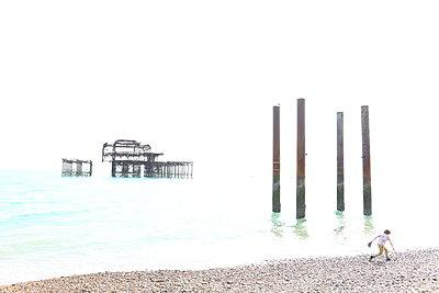 Brighton West Pier 3 - p1289m1159551 by Elisabeth Blanchet