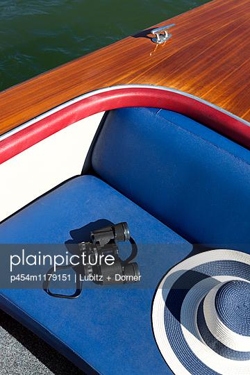 Schön gediegen Boot fahren - p454m1179151 von Lubitz + Dorner