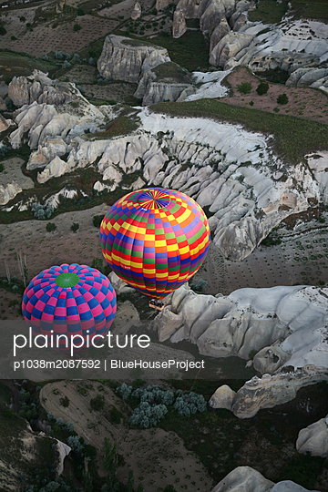 Hot air balloons over Cappadocia - p1038m2087592 by BlueHouseProject