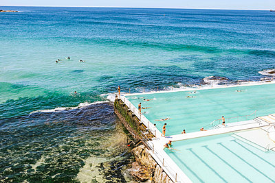 High angle view of people enjoying in infinity pool - p1166m1488892 by Cavan Images