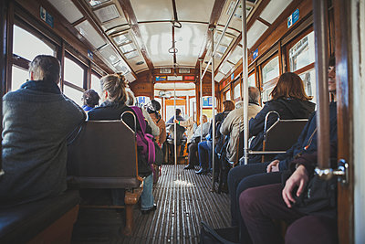 Straßenbahn in Lissabon - p1345m1194812 von Alexandra Kern