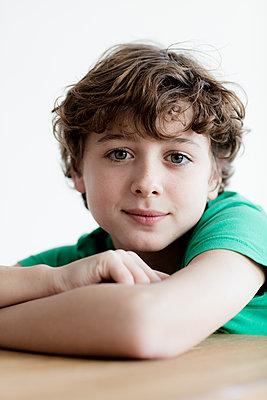Junge Portrait  - p1212m1094446 von harry + lidy