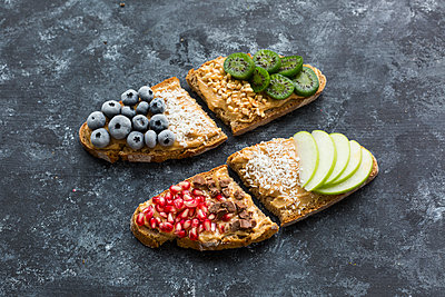 Bread slices with various toppings - p300m2060297 by JLPfeifer