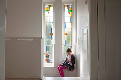 Girl reading book in hall - p896m835389 by Sabine Joosten