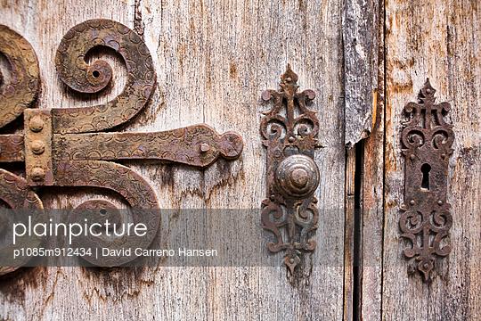 Old door - p1085m912434 by David Carreno Hansen