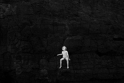 Kind im Dunkeln - p1308m1136791 von felice douglas