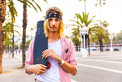 Portrait of serious skateboarder - p300m2013241 by William Perugini