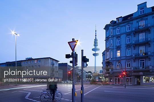 Grindelviertel und Fernsehturm - p1222m1154620 von Jérome Gerull