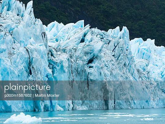 Argentina, Patagonia, El Calafate, Puerto Bandera, Lago Argentino, Parque Nacional Los Glaciares, Estancia Cristina, Spegazzini Glacier, iceberg - p300m1587602 von Martin Moxter