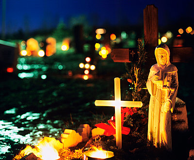A grave decorated with candles and a light cross for Christmas, Iceland - p3484910 by GUSK