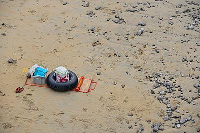 Am Strand - p829m716116 von Régis Domergue
