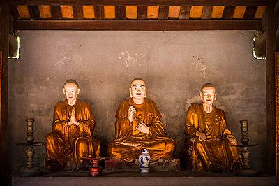 Dummies in buddhist pagoda Dau, Bac Ninh Province, Vietnam, Southeast Asia - p934m1177119 by Sebastien Loffler