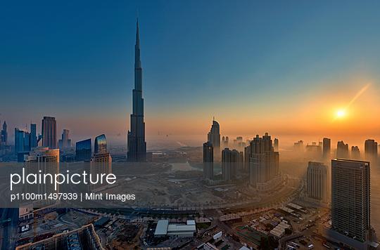12/04/13 - p1100m1497939 by Mint Images