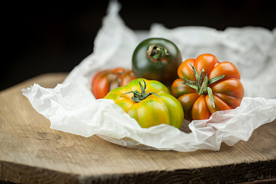 Various Oxheart Tomatoes on paper - p300m1228512 by JLPfeifer