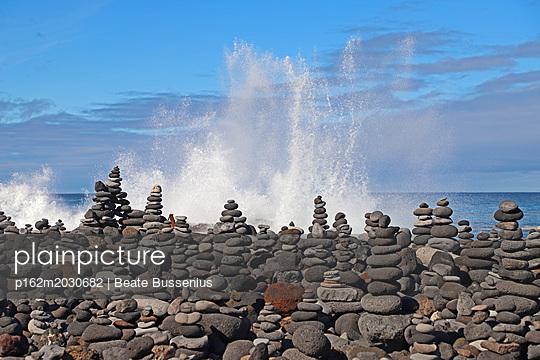 Steinmännchen am Atlantik  - p162m2030682 von Beate Bussenius