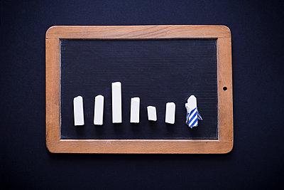 Schultafel mit Kreide - p1149m1590479 von Yvonne Röder