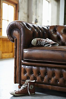 Heavy leather couch with quilted backrest - p1183m997671 by Van Berge, Alexander