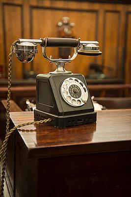Altes Telefon - p1170m1090754 von Bjanka Kadic