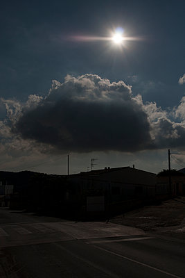 Dark cloud with sun flare - p583m1083765 by Kristina Williamson